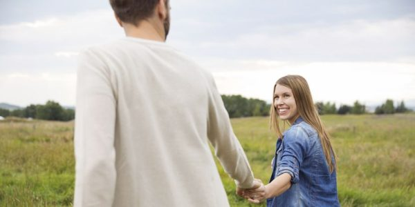 54ebd4cdd3548_-_couple-walking-together-holding-hands-